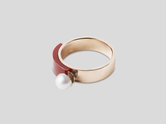 Tarsis Stanå ring in 18k pink gold, AAA white freshwater cultured pearl and red cornalian