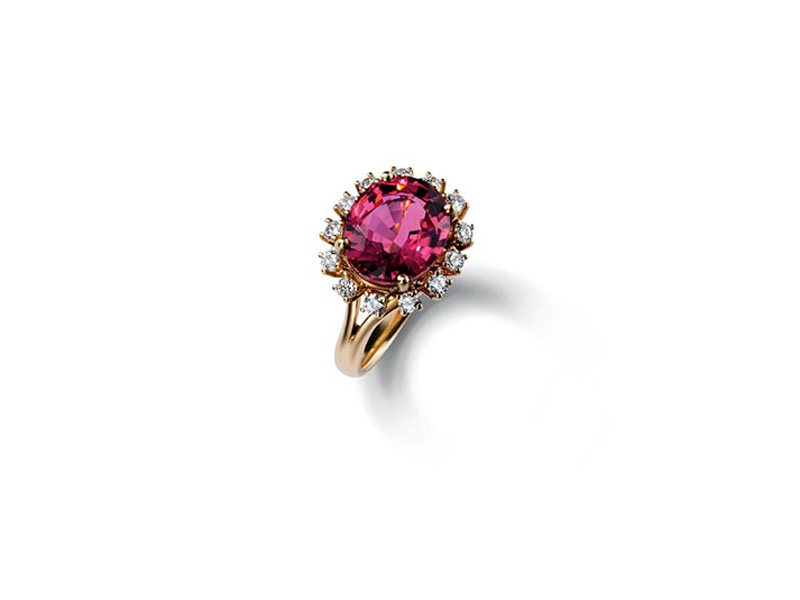 Dolce & Gabbana Ring oval purplish pink tourmaline set in an elaborate bezel enhanced by fourteen round diamonds