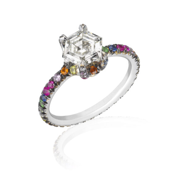 Ana Khouri Ella ring mounted on yellow gold with diamond and sapphires