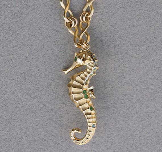 Alexandra Abramczyk - Hippocampe necklace mounted on yellow gold with diamonds, tsavorites, paraiba