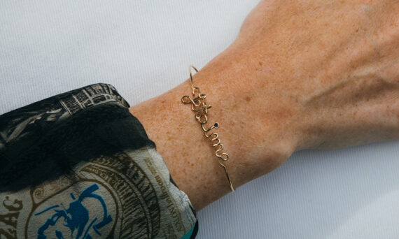 By Elia Je t'aime bracelet or jaune 18ct un diamant noir