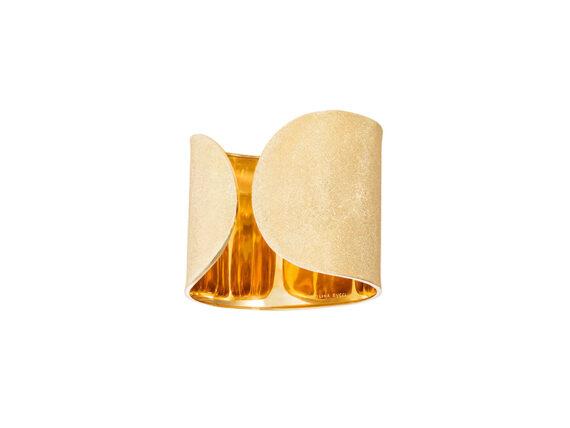 Carolina Bucci Florentine cuff mounted on yellow gold