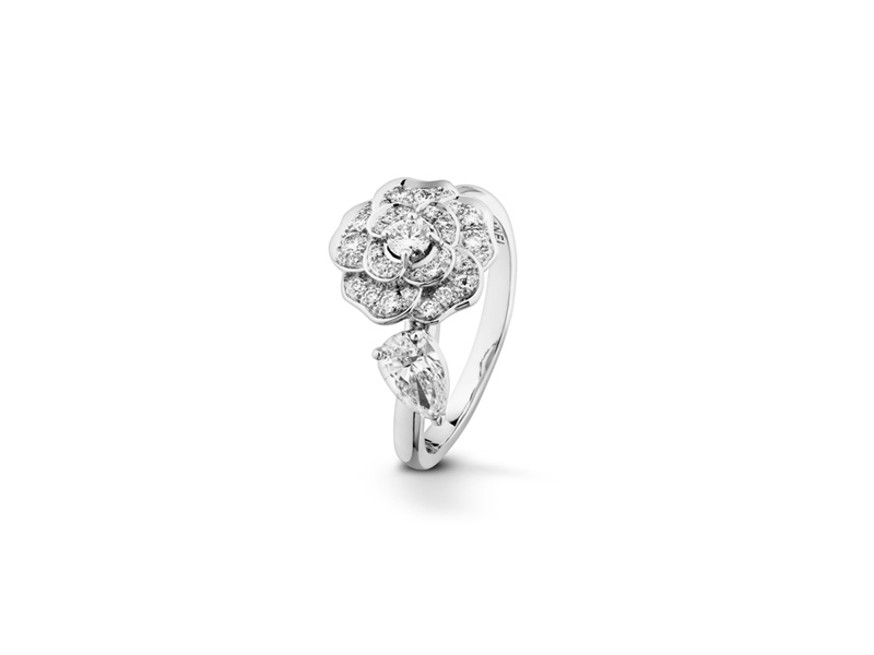 Chanel Camélia Ring with center diamonds