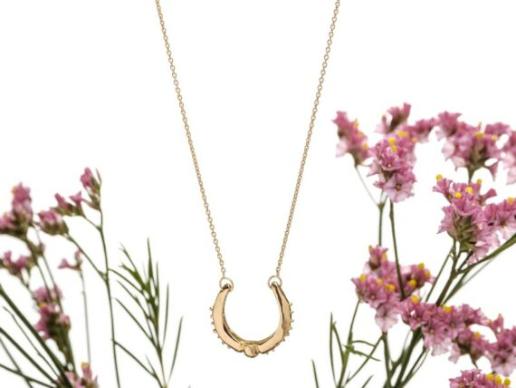 Eli-o Iris necklace mounted on yellow gold, ~ CHF 1'005