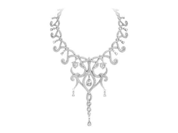 Shawish Moonlight necklace mounted on white gold with diamonds