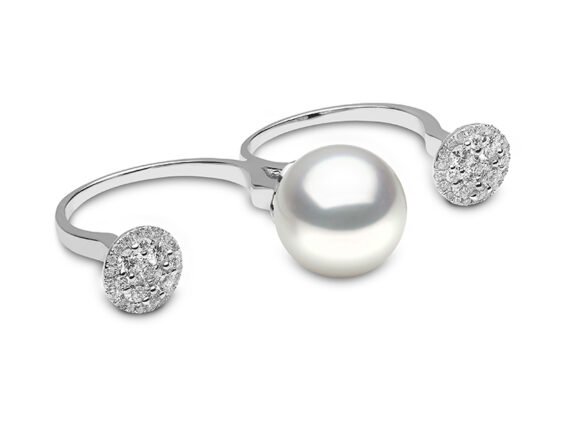 Yoko London Novus ring mounted on white gold with diamonds and south sea pearl