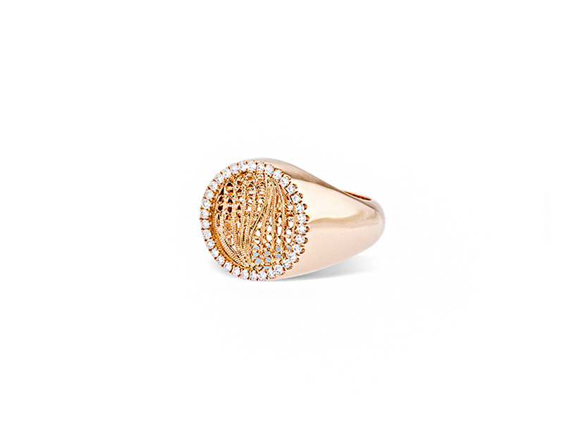 Eleuterio Dentelle gold filigree signet ring mounted on rose gold