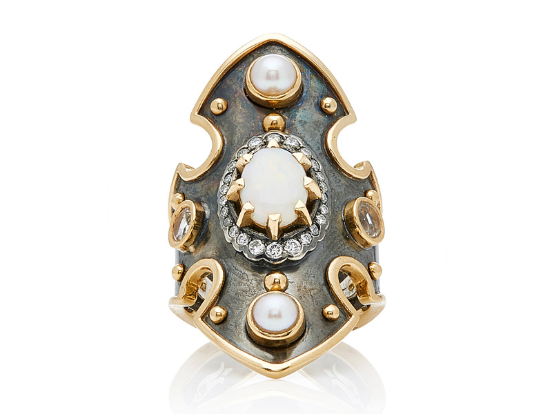 Eli Top Bouclier Opal Ring mounted on yellow gold and silver