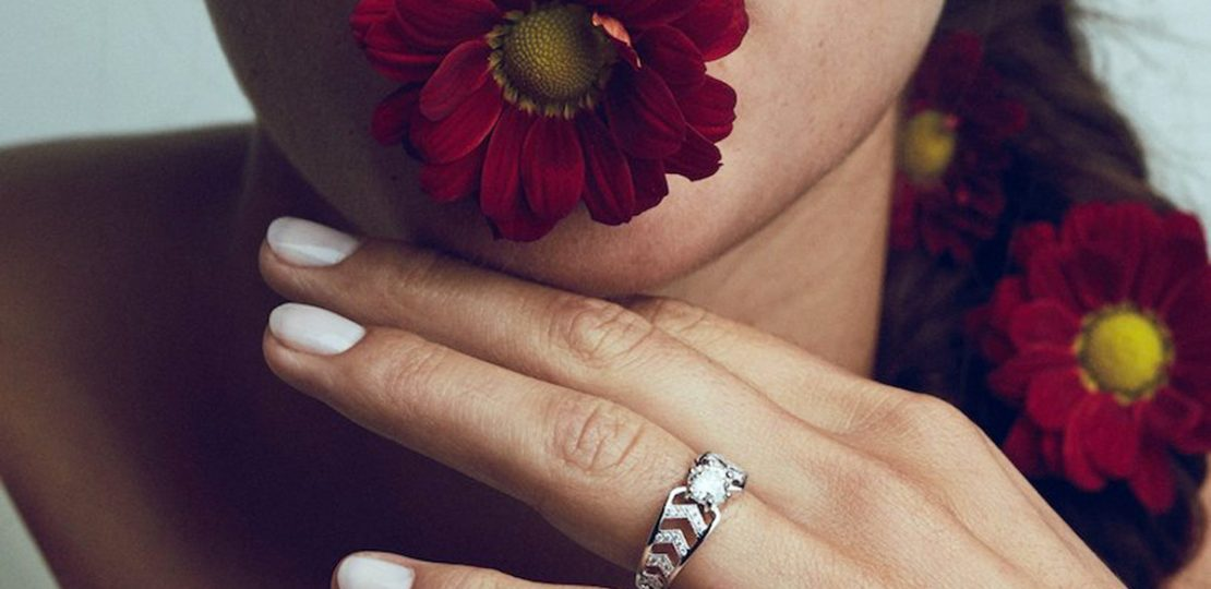 Pérouse Paris, jewelry brand. Anna ring mounted on white gold with diamonds