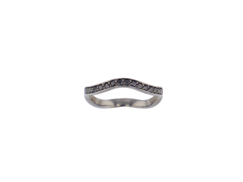 Elie Top - Ring mounted on white gold set with black spinels