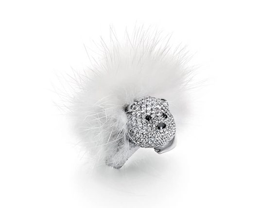 Stephanie Deydier - Nanuq fur bear ring mounted on white gold set with diamonds
