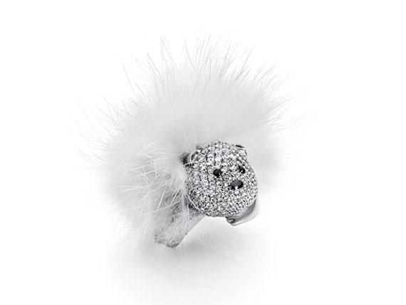 Stephanie Deydier - Nanuq fur bear ring mounted on white gold set with diamonds