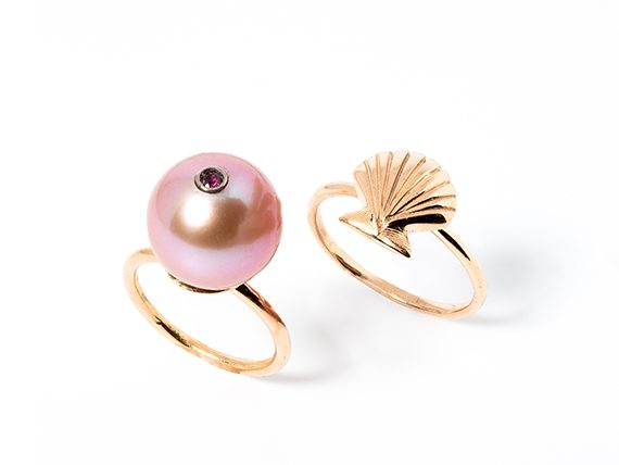 Stephanie Deydier - Pearl in a shell rings mounted on red gold with pink sapphire