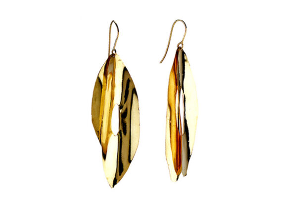 Aude Lechère - Feather earrings mounted on yellow gold from the Gitane collection