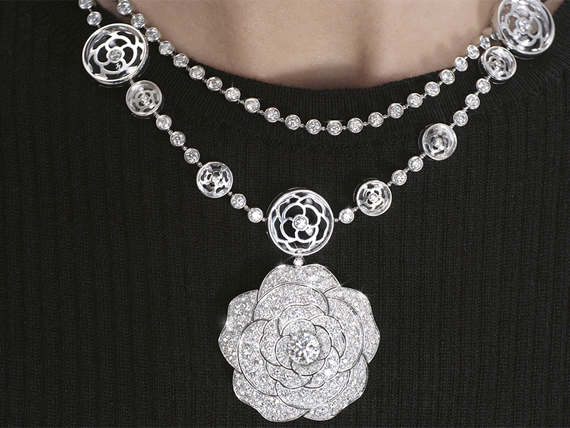 Chanel - Collier Cristal Illusion transformable en or blanc issu de la collection 1.5 Camélia de Chanel