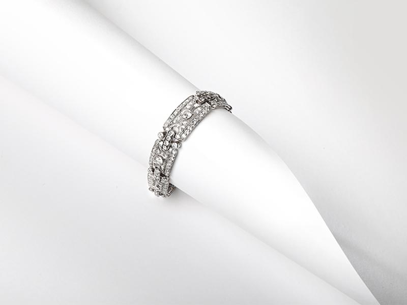 Bracelet articulé en platine et diamants des années 1920 · 14 930 €