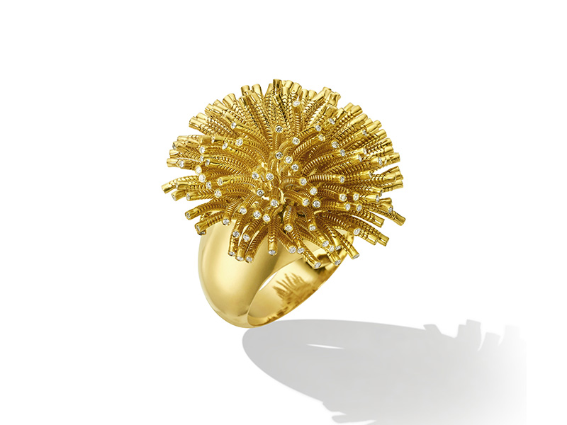 Cadar - Fur ring mounted on yellow gold