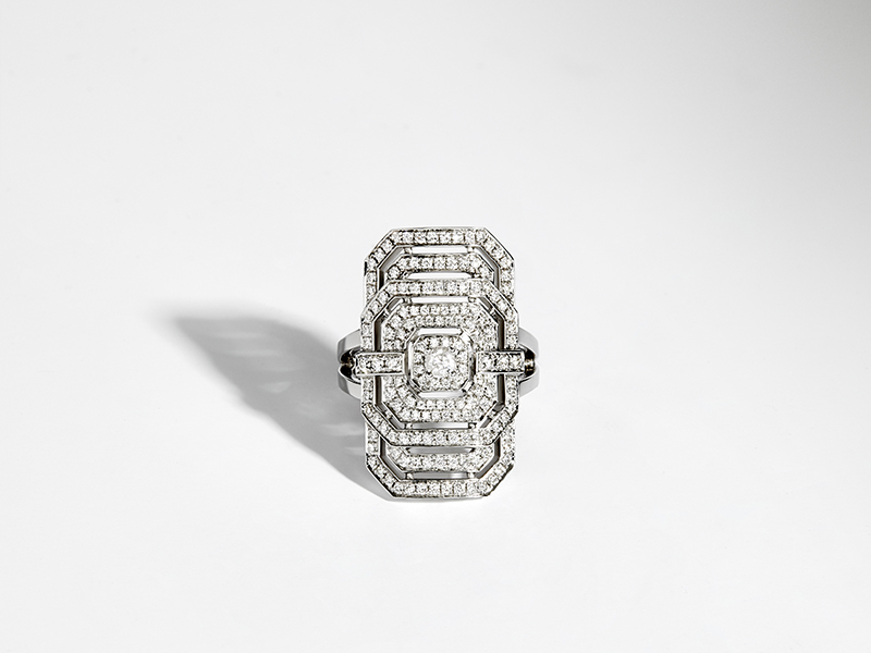 Statement - Myway ring mounted in silver set with 161 round brilliant diamonds
