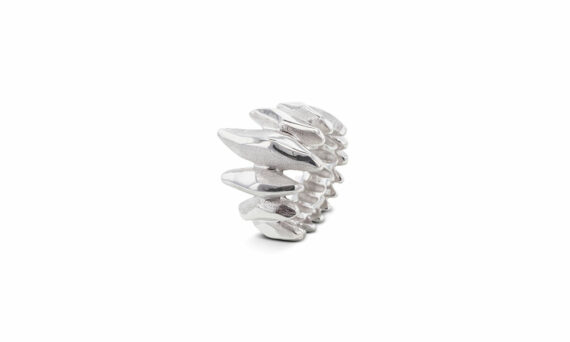 Bonnet Feu ring 18ct grey gold