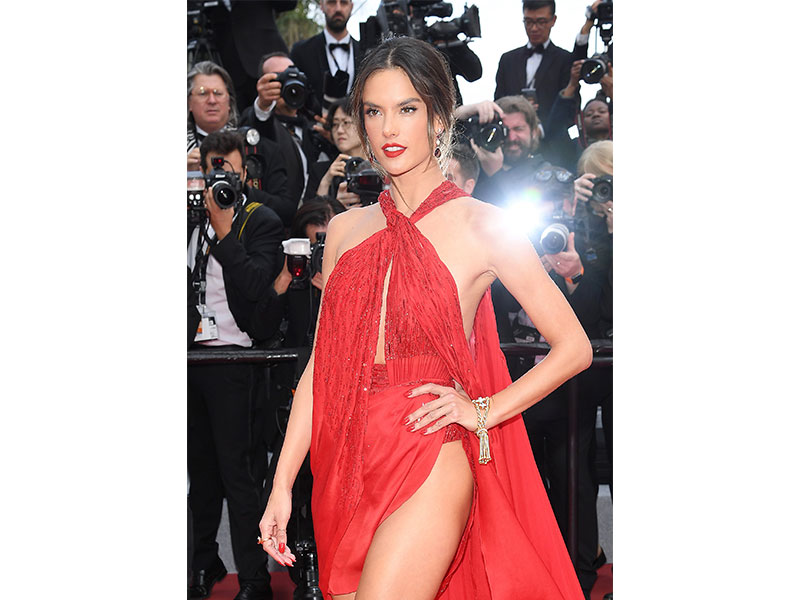 Festival de Cannes Alessandra Ambrosio Boucheron Pompon bracelet yellow gold round diamonds Serpent Boheme ring and earrings