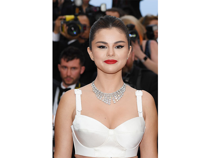 Festival de Cannes Selena Gomez Bvlgari High Jewellery necklace Griffe Diamanti earrings