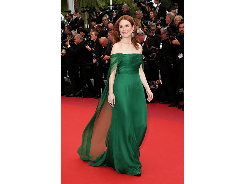Festival de Cannes Chopard Julianne Moore necklace haute joaillerie collection diamonds emeralds earrings ring