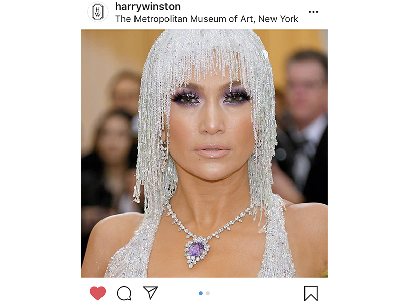 Harry Winston - Jennifer Lopez wore the Purple Dragon necklace of 129.48 carat featuring a purple sapphire and diamonds and chandelier earrings