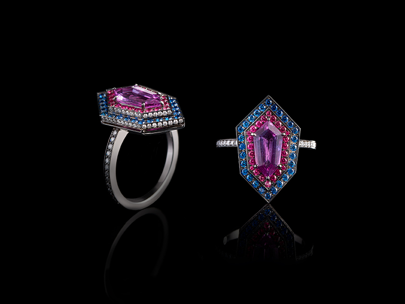Oselieri-Racine - Kite Ring mounted on white and blackened gold set with purple sapphire, pink spinels, blue sapphires diamonds
