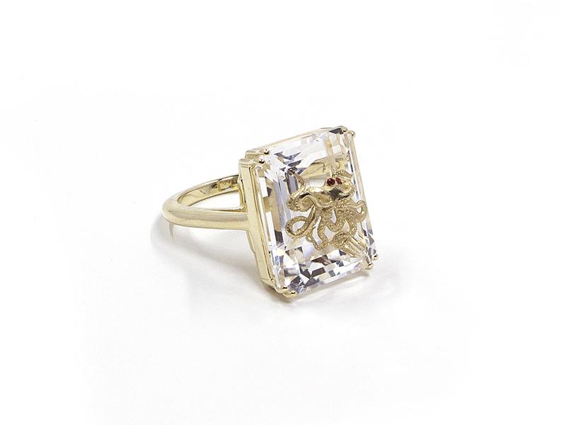 """Alexia Demblum - Bague """"Pulpo Rock"""" en or jaune et crystal sertie de deux rubis"""