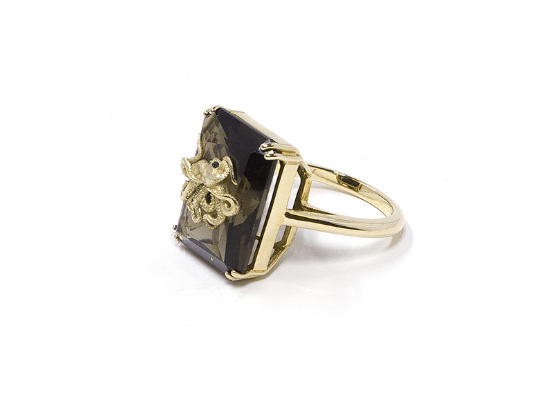 Alexia Demblum - Pulpo Smoky Quartz ring mounted on yellow gold set with black diamonds