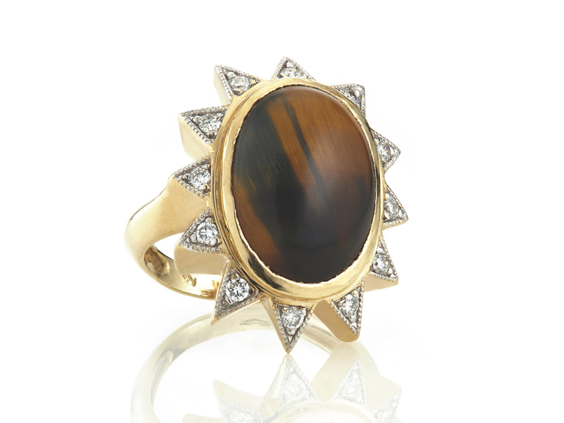Nomad Jewels - Athina ring mounted on yellow gold set with tiger eye and diamonds