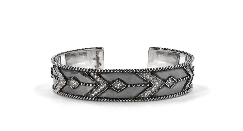 Broken arrow cuff
