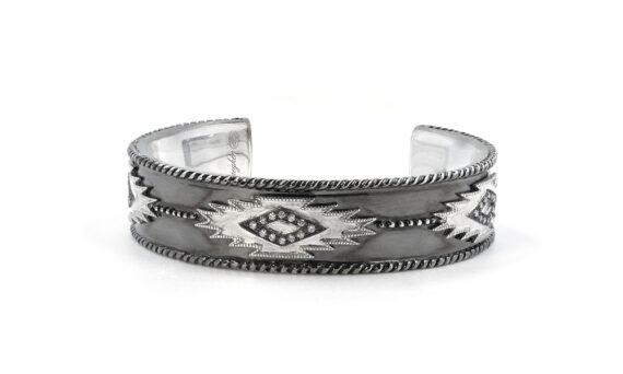 De Jaegher Savannah cuff mounted on sterling silver set with white diamonds