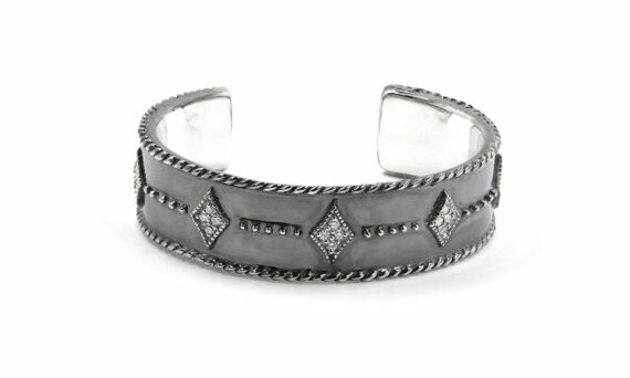 De Jaegher Seven cuff mounted on sterling silver set with white diamonds