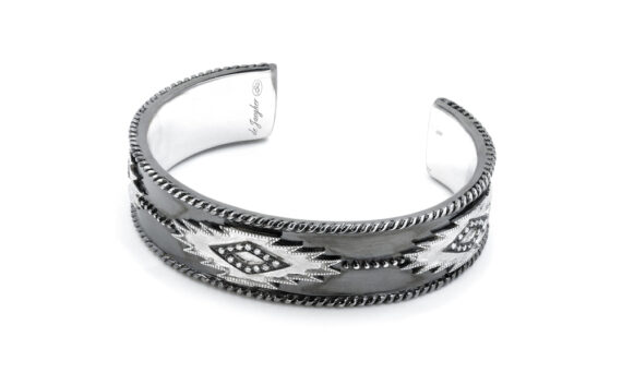 De Jaegher Savannah cuff mounted on sterling silver set with diamonds