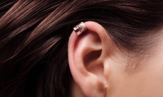 Flav Joaillerie Paris Aphrodite Earcuff rose gold lifestyle