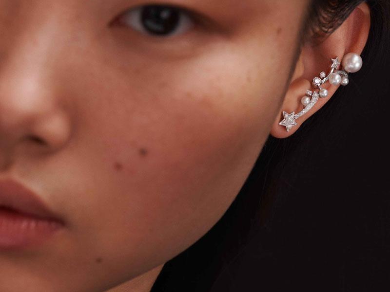 Chanel - Boucle d'oreille COMÈTE PERLÉE en or, diamants et perles