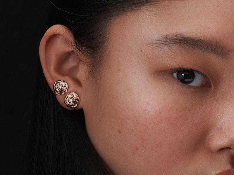 Chanel - Boucles d'oreilles EXTRAIT DE CAMÉLIA en or et diamants