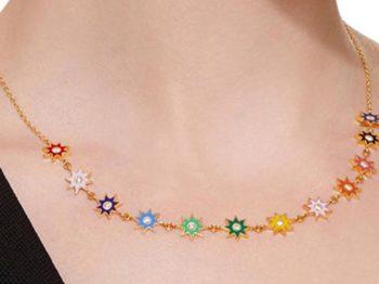 Quels bijoux porter avec la slip dress, la robe tendance de l'été?