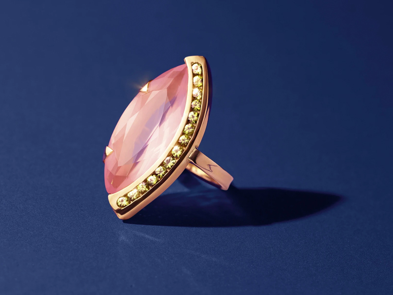 Dangleterre - Venice Or jaune 18 carats, marquise de quartz rose de 12,6 carats et succession de brillants (saphirs verts) en serti rail